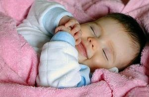 Cколько спит новорожденный ребенок