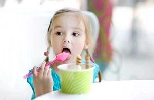 Можно ли давать малышу мороженое?