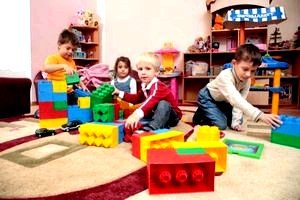 Ребенок идет в частный детский сад