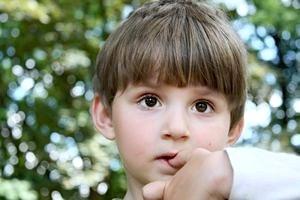 Ваш ребенок грызет ногти? Что делать и как отучить его от этого вредного занятия?